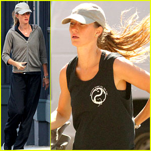 Gisele Bundchen: Launching Second Clothing Collection!