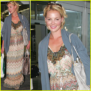 Katherine Heigl & Mom Touch Down in NYC