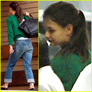 Katie Holmes: Post Office with Suri!