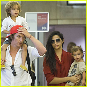 Matthew McConaughey: LAX with Levi & Vida!