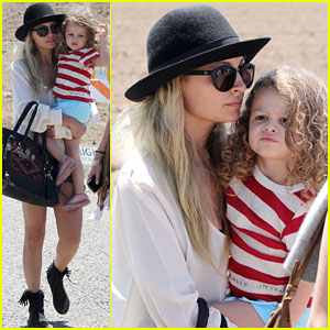 Nicole Richie & Harlow Head to the Fair