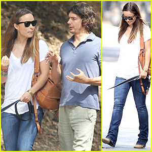 Olivia Wilde: Dog Walking with a Guy Friend