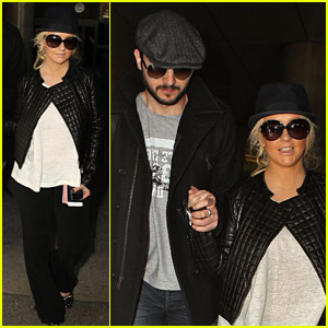 Christina Aguilera & Matt Rutler Hold Hands at LAX