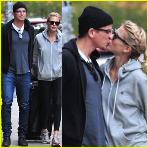 Josh Hartnett & Sophia Lie: PDA Pair!