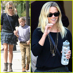 Reese Witherspoon: Family Church Service!