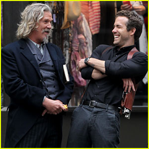 Ryan Reynolds & Jeff Bridges: Chuckling Co-