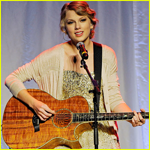 Taylor Swift: Nashville Songwriters Hall of Fame Honoree!