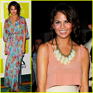 Chrissy Teigen: Stylish in Aruba!
