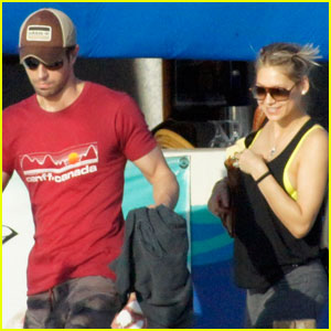Enrique Iglesias & Anna Kournikova: Boat Ride in Miami!