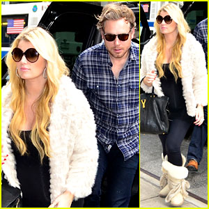 Jessica Simpson: My Pregnancy Glow is From Sweating!