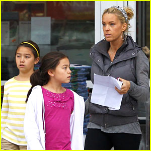Kate Gosselin Shops For Holiday Decorations