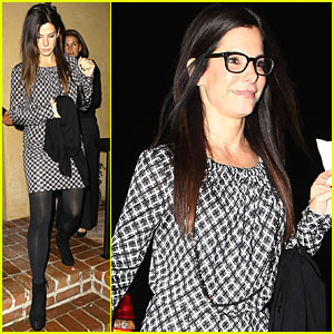 Sandra Bullock Checks Out Art Show
