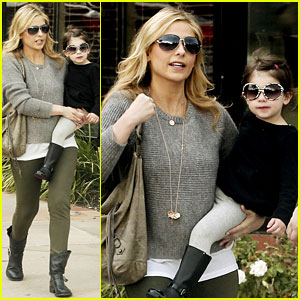 Sarah Michelle Gellar Shops With Charlotte