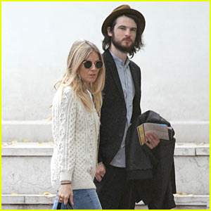 Sienna Miller & Tom Sturridge: Holding Hands!