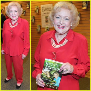 Betty White: Book Signing at Barnes & Noble!