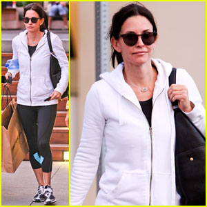 Courteney Cox: Malibu Christmas Shopper!