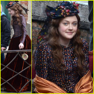 Dakota Fanning: Gondola Ride for 'Effie'!