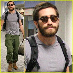 Jake Gyllenhaal: Burbank Airport Departure