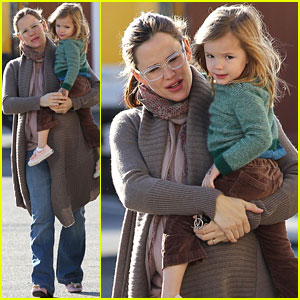 Jennifer Garner: Coffee Run with Seraphina!