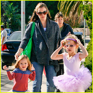 Jennifer Garner Leaves Ballet Class with the Girls