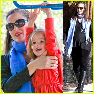 Jennifer Garner: Park Playtime with Violet &#038; Seraphina!
