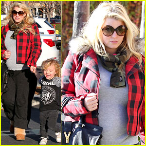 Jessica Simpson: Day Out With Mom Tina &#038; Bronx!