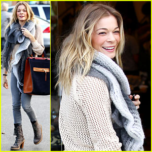 LeAnn Rimes Shops for a Hat