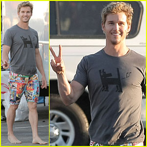 Ryan Kwanten: Surfing Photo Shoot!