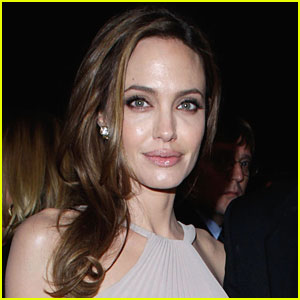 Angelina Jolie: Live Online Chat on Thursday!