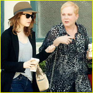 Emma Stone: Pre-Golden Globes Breakfast with Mother!
