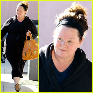 Fresh Faced Melissa McCarthy Heads to Pilates