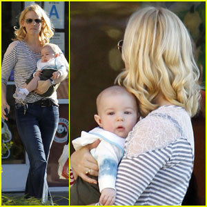 January Jones & Baby Xander Pick Up Food
