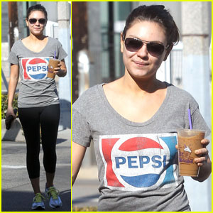 Mila Kunis: Vintage Pepsi T-Shirt!