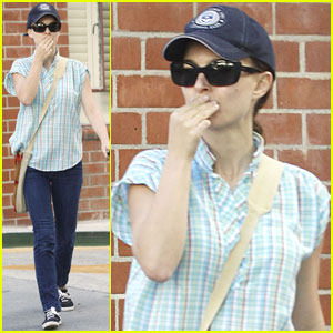 Natalie Portman: Pre-Golden Globes Errands!