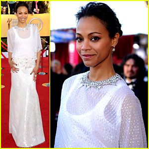 Zoe Saldana - SAG Awards 2012 Red Carpet