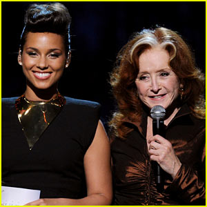 Alicia Keys' Etta James Grammys Tribute with Bonnie Raitt - Watch Now!