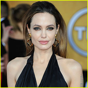 Angelina Jolie: Oscars 2012 Presenter!