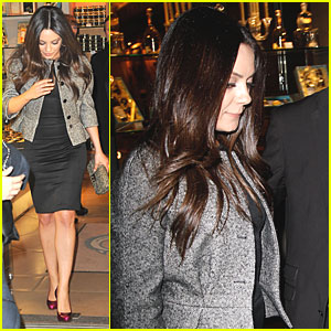 Mila Kunis: Dinner in Paris!