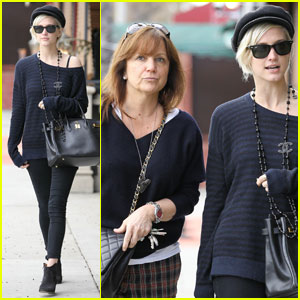 Ashlee Simpson &#038; Mom Tina Grab Sushi in Studio City