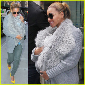 Beyonce Baby  on Beyonce Carries Blue Ivy In A Fur Baby Sling   Beyonce Knowles  Blue