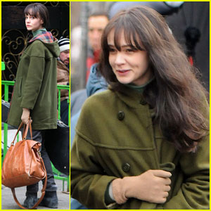 Carey Mulligan Wigs Out for 'Inside Llewyn Davis'