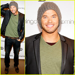 Kellan Lutz Celebrates His Birthday with Fans!