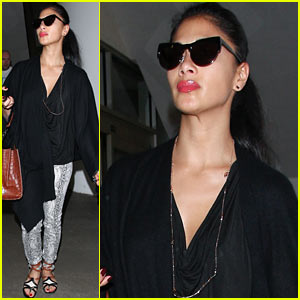 Nicole Scherzinger: Low Key At LAX
