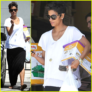 Halle Berry: Pet Shopping For Nahla?