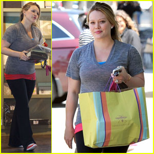 Hilary Duff: Scrapbooking Store Stop