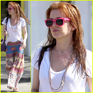 Isla Fisher: Wet Hair & Neon Sunglasses
