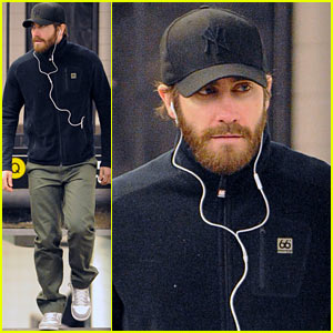 Jake Gyllenhaal: NYC Subway Stop