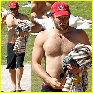 Joel Edgerton: Shirtless Sunday at Bronte Beach!