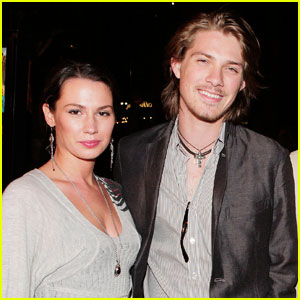 Taylor Hanson Expecting Fifth Child!