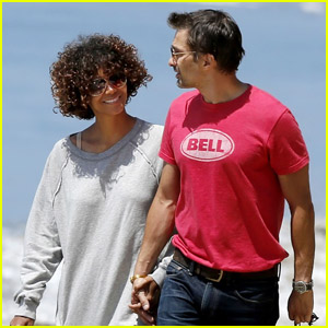 Halle Berry & Olivier Martinez: Beach Bonding